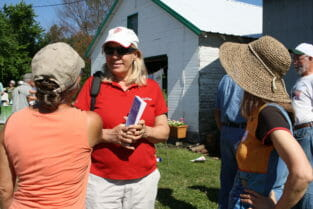 Kathleen Delate (center) chats with Patti Edwardson (L) and Joanna Hunter (R).